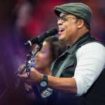Israel Houghton dice que no ha sido suspendido de Lakewood Church