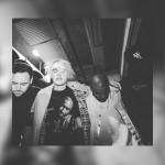 Justin Bieber comparte imagen orando con Kanye West y Puff Daddy
