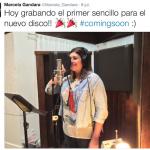 Marcela Gandara trabaja en su nueva producción discográfica