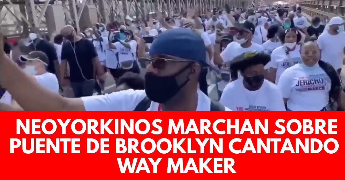 Neoyorkinos marchan sobre puente de Brooklyn cantando Way Maker